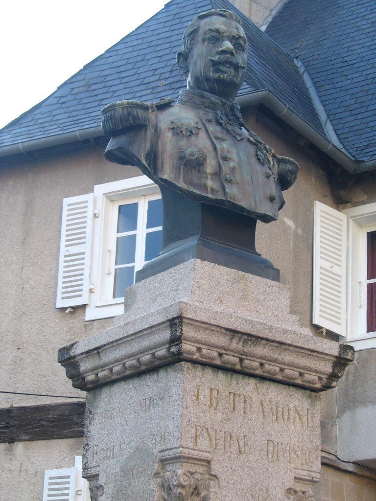 Maison Tramond Cadet et Statue