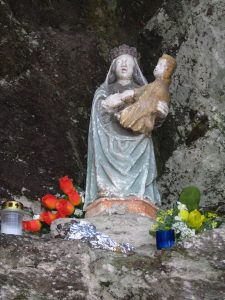Statue miraculeuse de la vierge